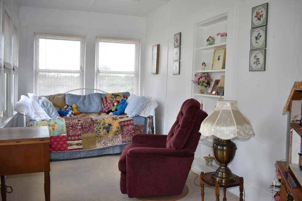 Sitting room/Sunrise suite